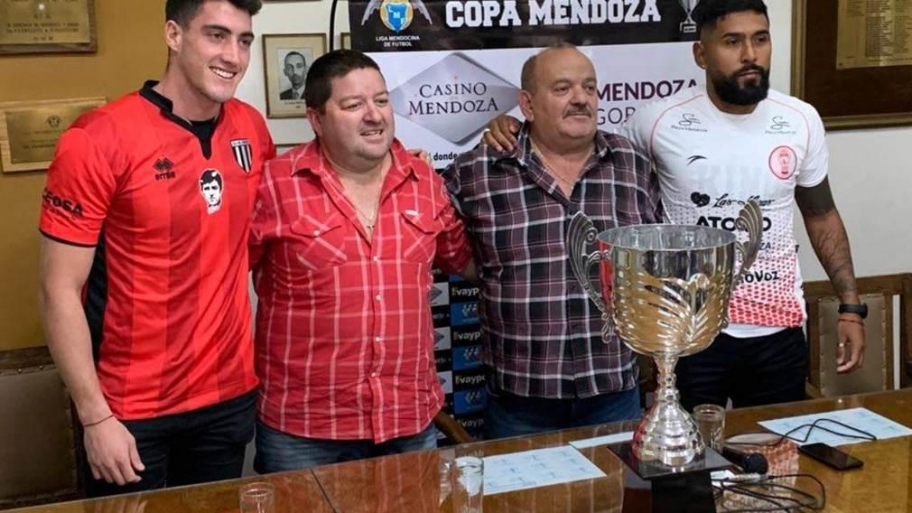 Roberto Castillo junto a Carlos Suraci en la presentación de la Copa Mendoza.